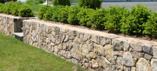 Natural-Stone-Retaining-Walls-2